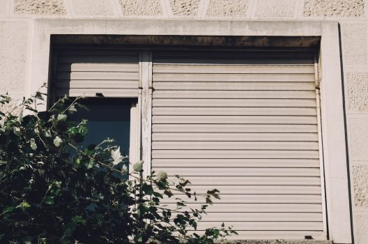 窓シャッターは本当に必要!?窓にシャッターを付ける利点・注意点
