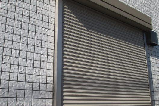 窓シャッターの取り付け・交換費用相場!種類の選び方も解説します