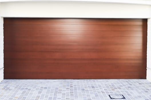 木製シャッターをガレージに取り付けよう!種類や選びかたを徹底解説